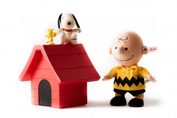 Steiff 658297 Snoopy 9 cm sitzend mit Charlie Brown, Hütte und Woodstock
